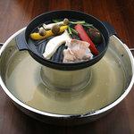 肉匠 六感 はなれ - 関西発!一度に3種類の食べ方ができる特注の鍋です。