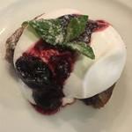 Thai Food Lounge DEE  - ブルーベリーのジャム乗せケーキ