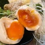 麺や勝治 - 味玉(クーポン提示で無料)