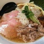 麺や勝治 - 醤油ら〜めん800円+ワンタン200円