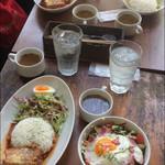 カフェアンドバーアール - サラダ丼、トマト煮ごはん、グリーンカレー