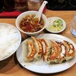 84137927 - 餃子定食 700円