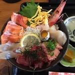 播磨を食す 一心 - 海鮮丼(並)