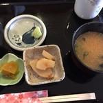 播磨を食す 一心 - 小鉢・みそ汁・漬け物
