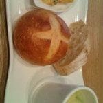 8414669 - 前菜と初めのパン