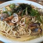 オリエントスパゲティ - アサリとヤリイカと青じそ(醤油味) 1,100円