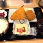 84140869 - 鯵フライとコロッケのB定食 ¥830