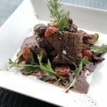 アンデス豚のグリリア トマトとフレッシュハーブのバルサミコソース