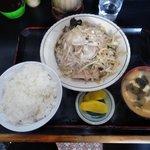 キッチンあべ - 野菜炒め(ライス,みそ汁,漬物)
