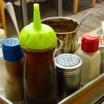 スタミナとん - とん焼き、製造用調味料セット(スタッフ用)。