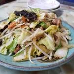 玉蘭 - 野菜炒め単品。キャベツ、白菜、玉ねぎ、人参、木耳、もやしと豚肉が絶妙な味で炒められています。