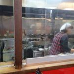 盛岡食堂 - フル稼働の厨房