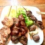 酒処 さくら - モモ、豚アゴ肉、レバー、砂肝、ハツ。