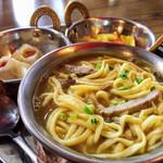 レッサムフィリリ - チベッタンセット トゥクパ(麺)は胡椒とバター?でピリ辛。カレー味のモモ、アチャール