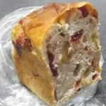 84161935 - クランベリーのミニ食パン