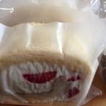 御菓子屋コナトタワムレル - とちおとめのロールケーキ