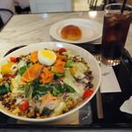 ニコタマ デイズ カフェ - 雑穀とサーモンのニソワーズサラダ