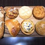 ベーカリー&テーブル 東府や - 今回買って持ち帰ったパン