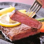 かめや - 料理写真:極上の味わいのロース肉ビーフステーキ