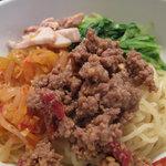 斉 - ピリ辛台湾風醤油ラーメンがウリですが、今回は【夏季限定】の冷やし中華ならぬ、アレンジ冷やし麺。