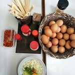 三嶋製麺所 - 熱いうどん小に卵