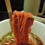 花ごよみ - 麺は中細ストレート麺、加水率は中高級。  ピンク色の珍しい麺で、黒い粒が透けて見えた。  一 見 ピ ン ク の 蕎 麦 ww(ノ∀`)