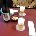 川崎増田屋 - キリン一番搾り、お通し代わりのお煎餅つき