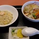 ごんべい - 半五目焼ソバ+半チャーハン