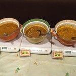 インド料理モハン - 3種類のカレーがあります