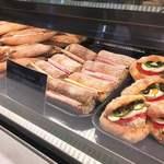 ルプチメックヒビヤ - サンドイッチ類も豊富。