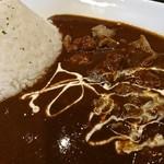 豚骨黒カレー MECHA - 豚骨カレー大盛すじ肉トッピ♪