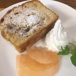 cafe ゆるり - リンゴのケーキ400円