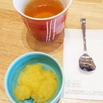 こな雪とんとん - サービスの柚子とレモンのゼリー