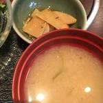 84187828 - 味噌汁と筍の小鉢