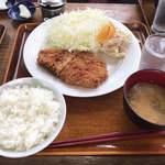 鳥久 - トンカツ定食 ¥800