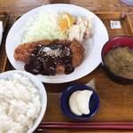 鳥久 - 味噌カツ定食 ¥810