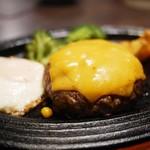 五反田 銭場精肉店 溶岩焼肉  - 黒毛和牛ハンバーグ レギュラー チーズ&目玉焼き