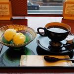 84189272 - 柚子ジェラートと金箔珈琲750円(税込)