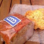 84189904 - バナナブレッドのハーフ、バターミルクスコーン
