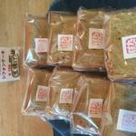 たんぽぽ - 奄美大島の黒糖でシフォンケーキを焼きました。