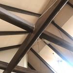 North 40-40 - 天井が高い。