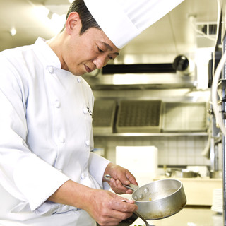 「その日のためだけ」の料理を提案する熱い鵜澤シェフ