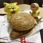 ドムドムハンバーガー - 料理写真:はみでる!アジフライバーガー390円(税込)