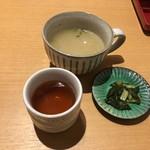 84200505 - セットのスープ、漬物