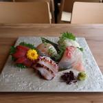 白金魚食堂 - お造り五点盛り