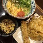 丸亀製麺 - 2018/4/15 ディナーで利用。 明太釜玉(並)(420円) ちくわ天(110円) 野菜かき揚げ(130円)