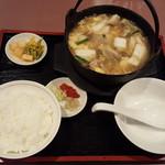 中国料理 青山 - 料理写真:肉ときのこの鉄鍋煮込み