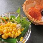 ピエトロ・バルコーネ - サラダ&パン