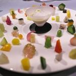 TSU・SHI・MI - シェフのスペシャリテ。たくさんの野菜をそれぞれ調理法を変えてひとつのお皿に。