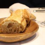 PRIMO - ランチの前菜と一緒に パン